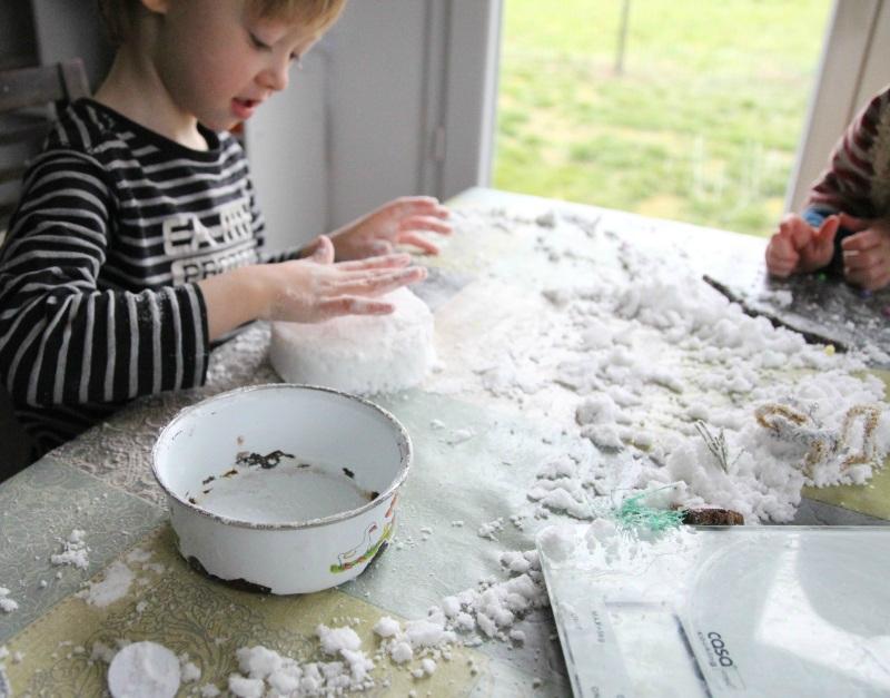 diy fabriquer de la fausse neige payette family. Black Bedroom Furniture Sets. Home Design Ideas